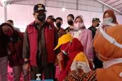 Ratusan buruh pabrik rokok ikuti vaksinasi berhadiah beras